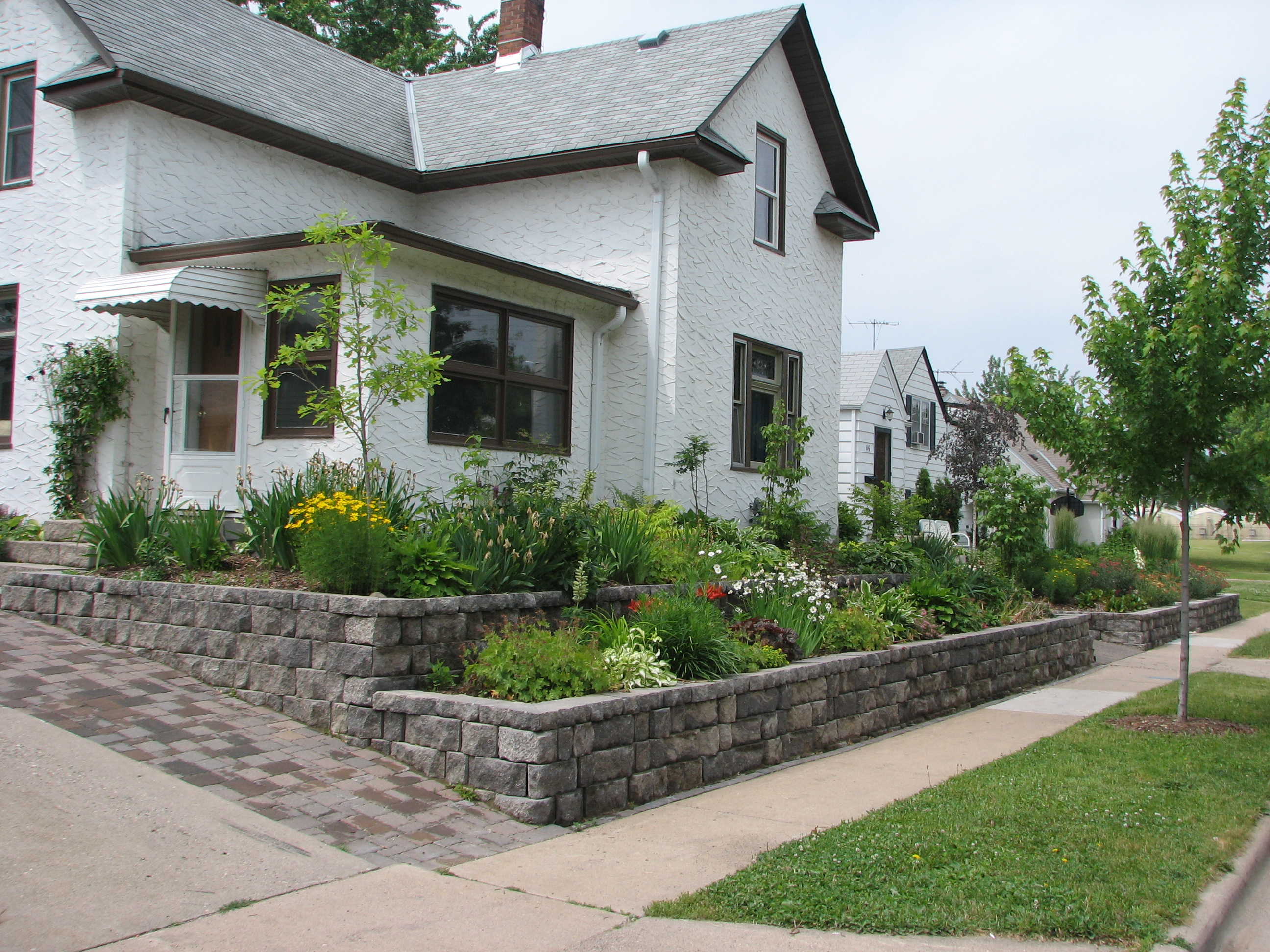 Home landscaping on a budget create a landscaping for Home landscaping ideas